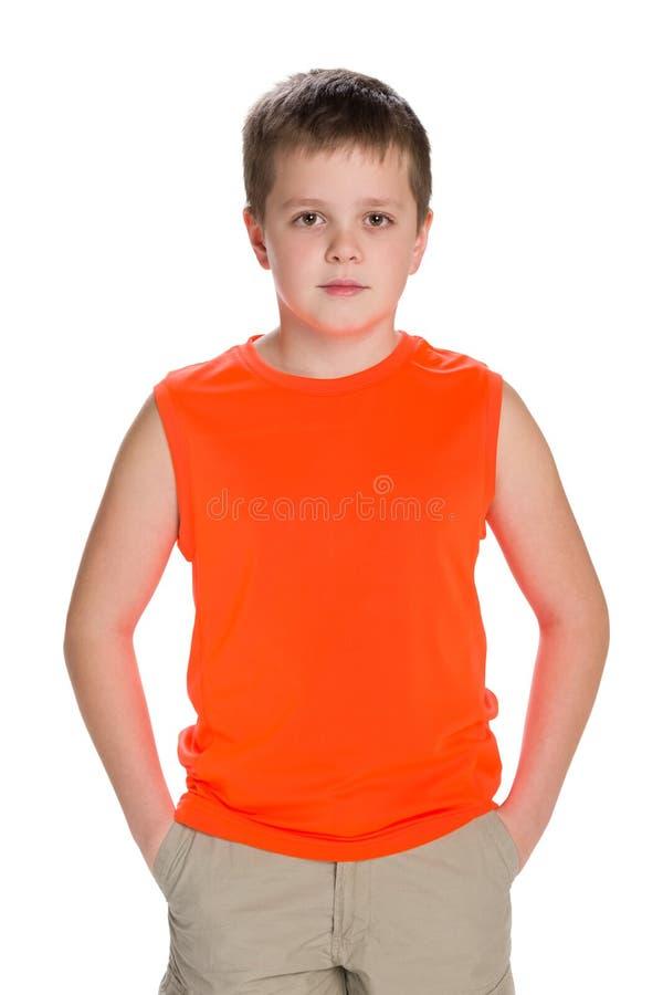 英俊的年轻男孩立场 免版税库存图片