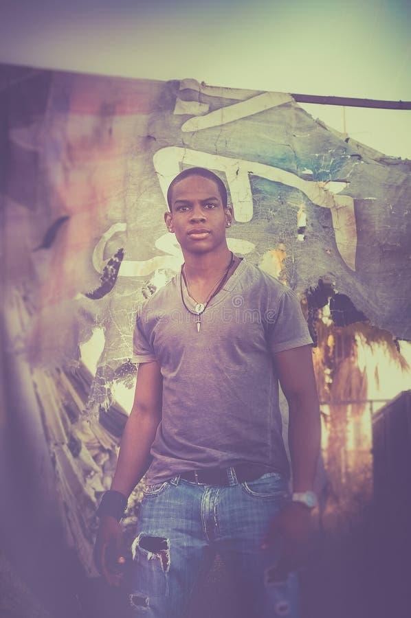 英俊的年轻男性模型画象  库存照片