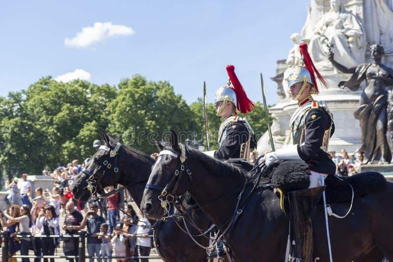 英国伦敦2019年6月22日乘坐的卫兵 库存照片