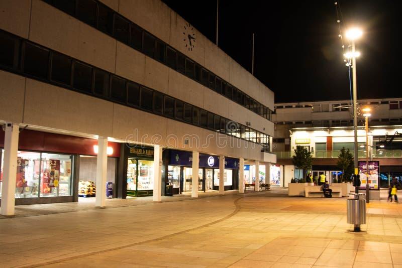 英国北安普顿郡拉什登–2019年11月15日 — Corby购物中心夜景 北安普敦镇中心 免版税库存照片