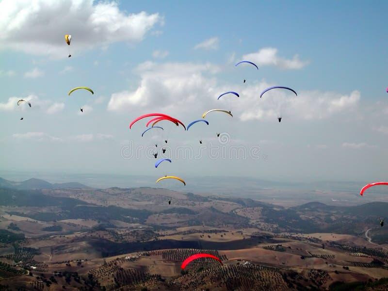 英国开张滑翔伞 库存照片