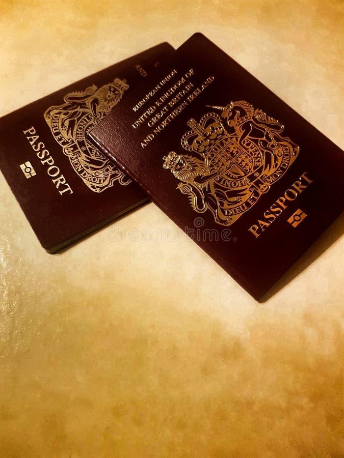 英国护照准备好旅行 库存图片