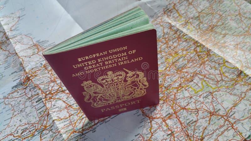 英国护照和地图 库存照片