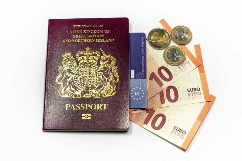 英国生物统计的护照和欧元货币 库存图片