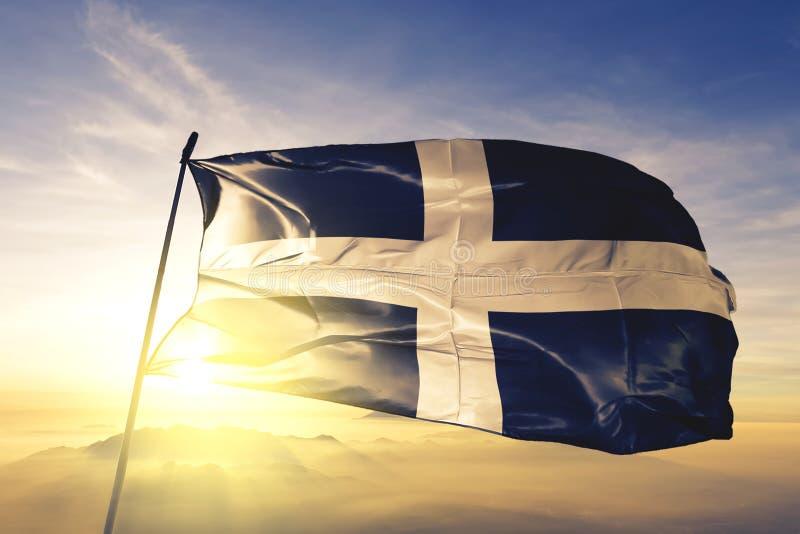 英国旗子纺织品挥动在顶面日出薄雾雾的布料织品康沃尔郡县  皇族释放例证