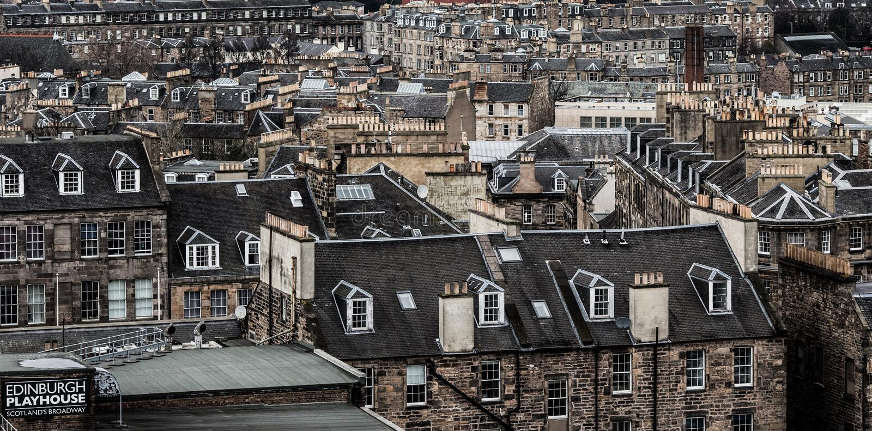英国爱丁堡 — 2017年12月15日:苏格兰爱丁堡市景 库存图片