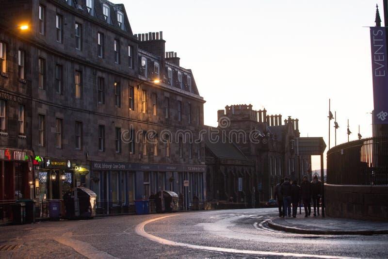 英国爱丁堡 — 2017年12月15日:苏格兰爱丁堡约翰斯顿露台街景 免版税库存图片