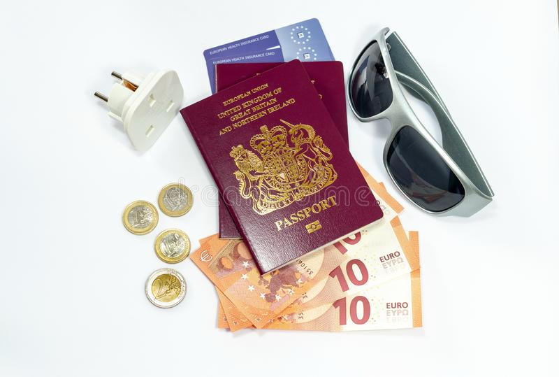 英国生物统计的护照和欧元货币 免版税库存图片