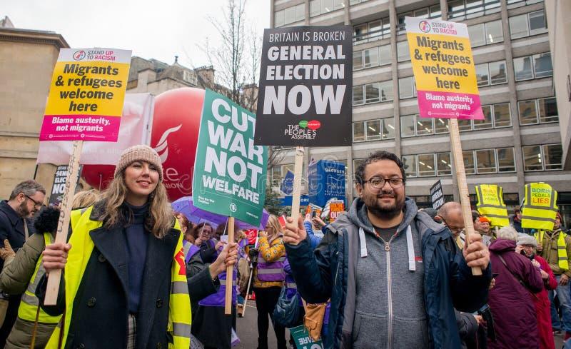 英国的反政府抗议者在伦敦现在打破/大选投票示范 免版税库存图片