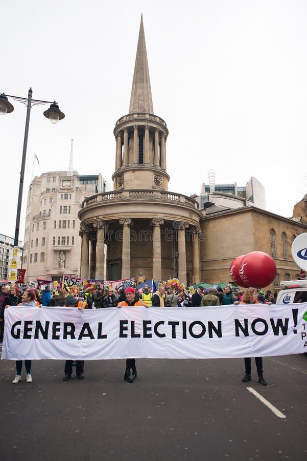 英国的反政府抗议者在伦敦现在打破/大选投票示范 免版税库存照片