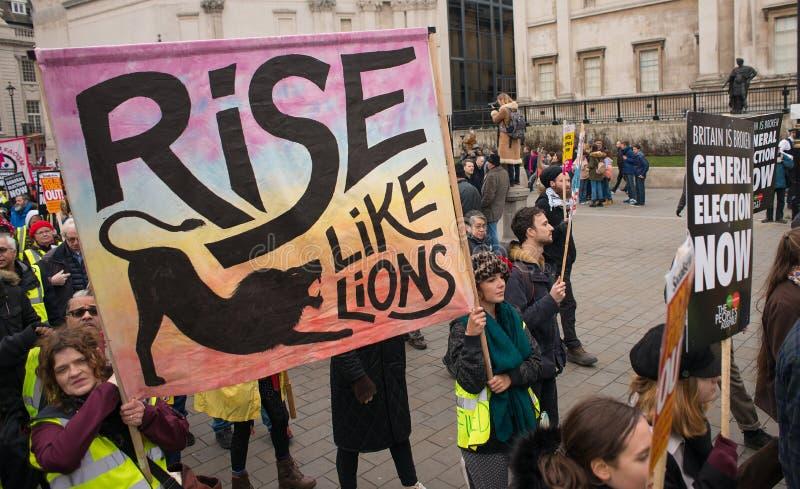 英国的反政府抗议者在伦敦现在打破/大选投票示范 图库摄影