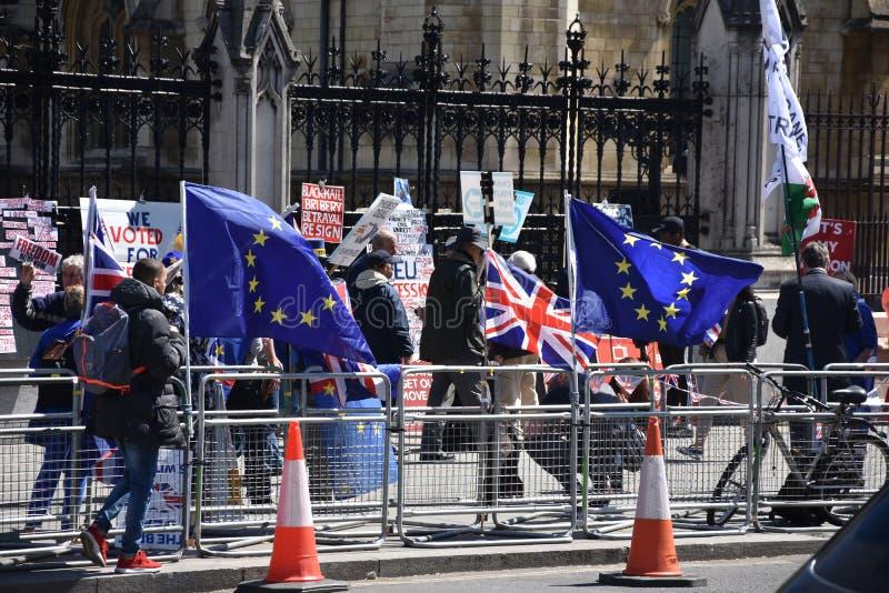 英国的Brexit、旗子和欧盟在伦敦,英国 免版税库存照片