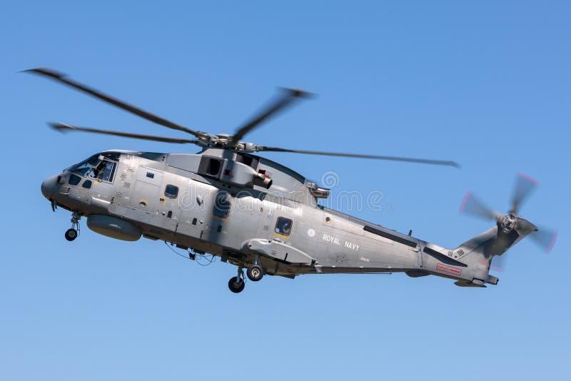 英国皇家海军AgustaWestland默林嗯 2个EH101反潜战直升机 免版税库存图片