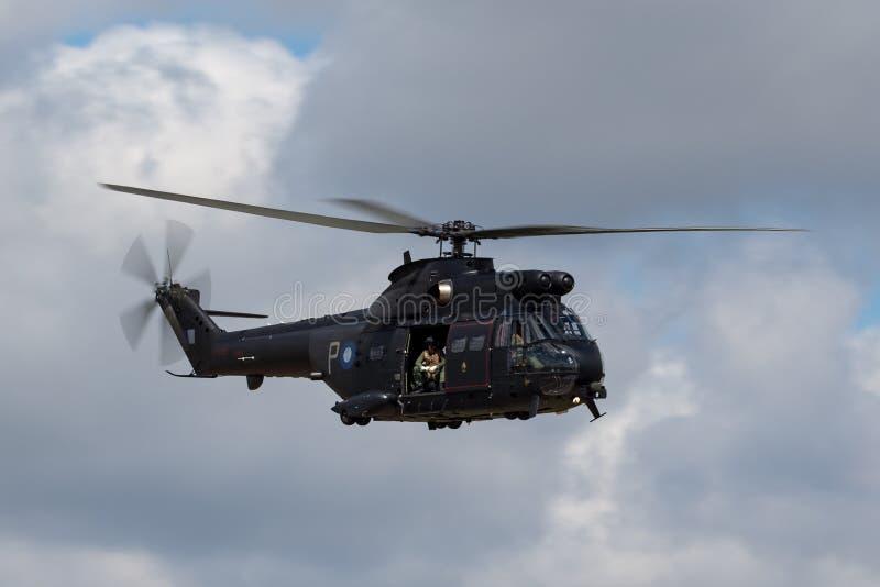 英国皇家空军皇家空军法国航太公司SA-330E在费尔福德皇家空军基地的美洲狮HC2直升机 免版税库存图片