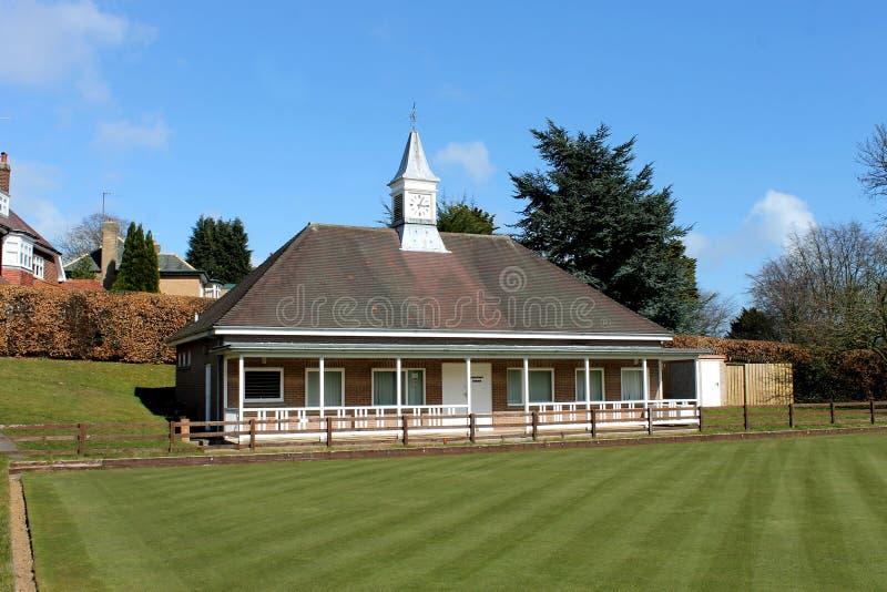 英国草地滚木球场和亭子 免版税库存照片