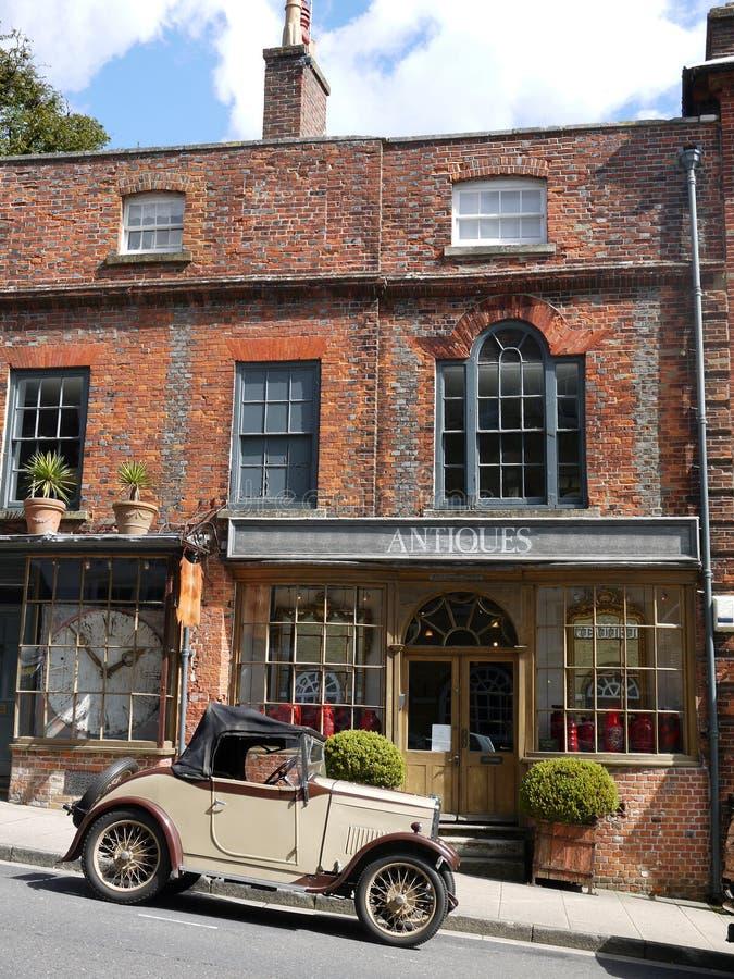 英国: 葡萄酒汽车和古董店 免版税库存图片