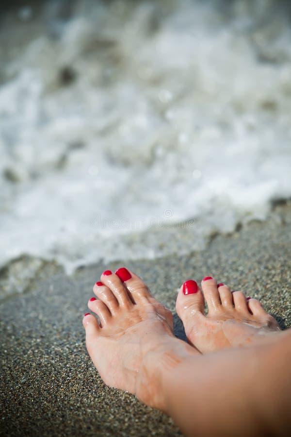 Download 英尺妇女 库存图片. 图片 包括有 生气勃勃, 夏天, 红色, 海运, 高雅, 火箭筒, 方便, beauvoir - 15696571