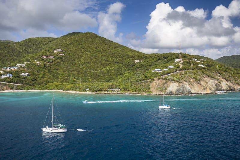 英属维尔京群岛的海岸线风景  免版税库存照片
