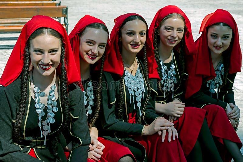 英王乔治一世至三世时期小组民间服装的女孩 免版税图库摄影