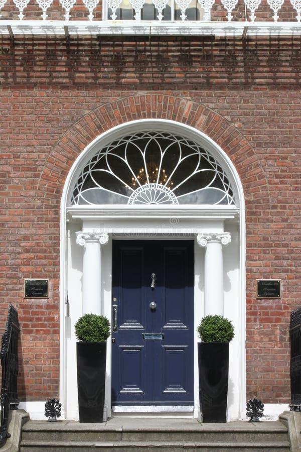 英王乔治一世至三世时期蓝色门 免版税库存照片