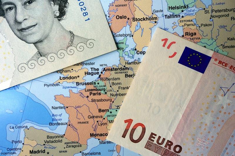 英磅和欧洲笔记关于欧洲地图 图库摄影