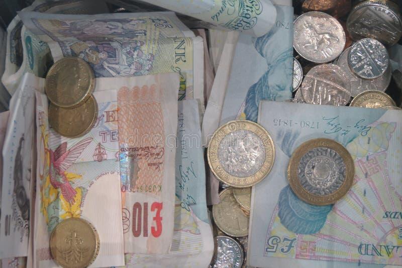 英磅英国的硬币和钞票货币 库存图片