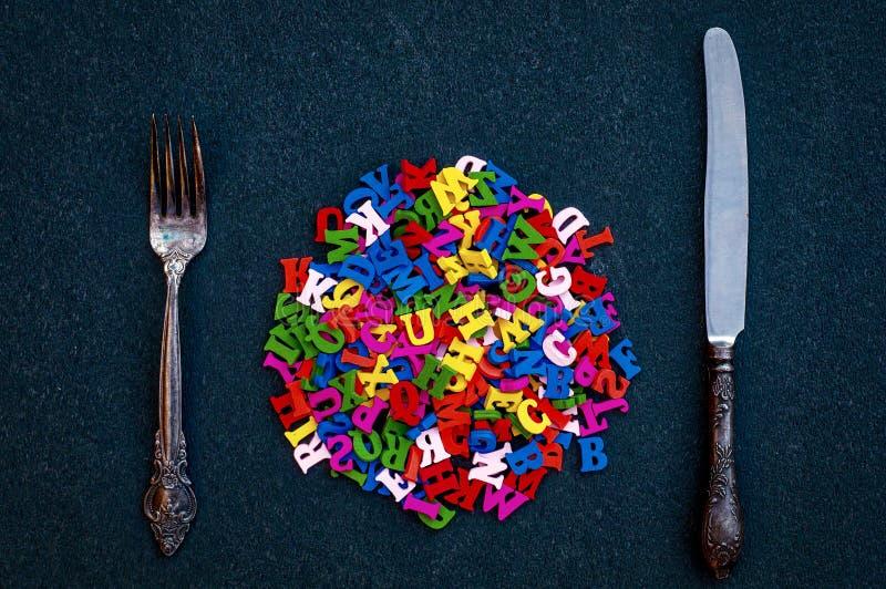 英语字母表的许多木信件在叉子和k中的 免版税图库摄影