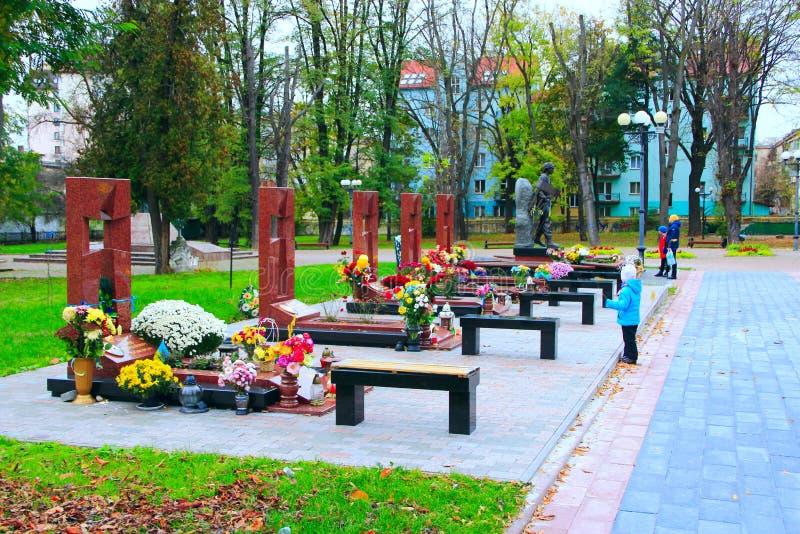 英雄坟墓的天堂般一百和在Donbass的反暴力恐怖份子的操作时丧生的战士 免版税图库摄影