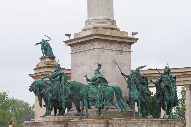 英雄摆正,Hosok tere,由佐洛州捷尔吉,千年纪念碑,布达佩斯细节的雕象复合体  免版税图库摄影