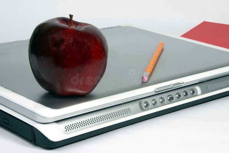 苹果书膝上型计算机铅笔红色 免版税库存照片