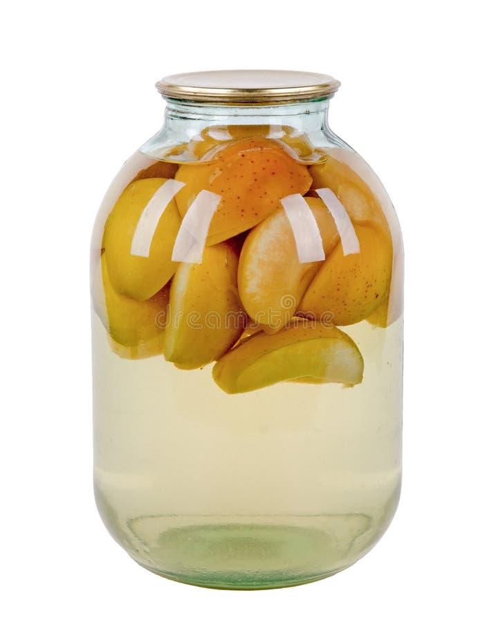 苹果和梨蜜饯在一个玻璃瓶子 库存图片