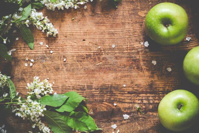 从苹果和樱花的边界 免版税库存照片
