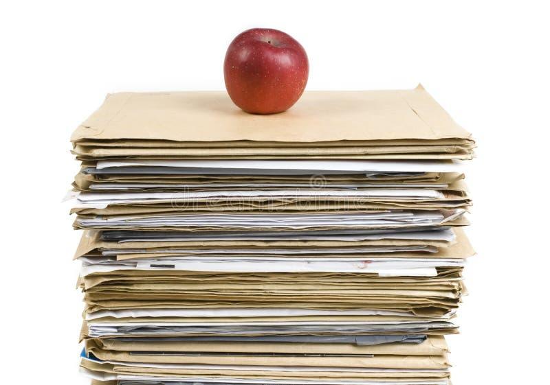 苹果接近的文件红色射击加起 免版税库存照片