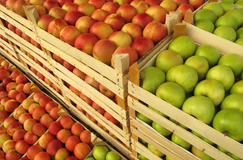 苹果条板箱市场出售 库存照片