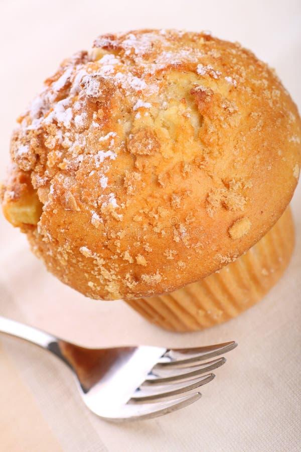 苹果桂香碎屑松饼 库存照片
