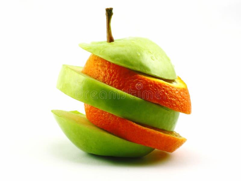 苹果桔子切了 库存图片