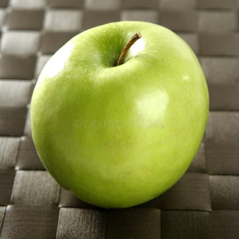 苹果棕色桌布 库存照片