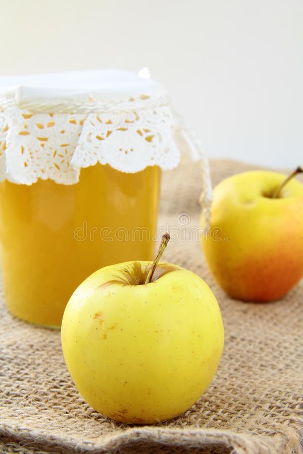 苹果玻璃果酱瓶子 库存照片