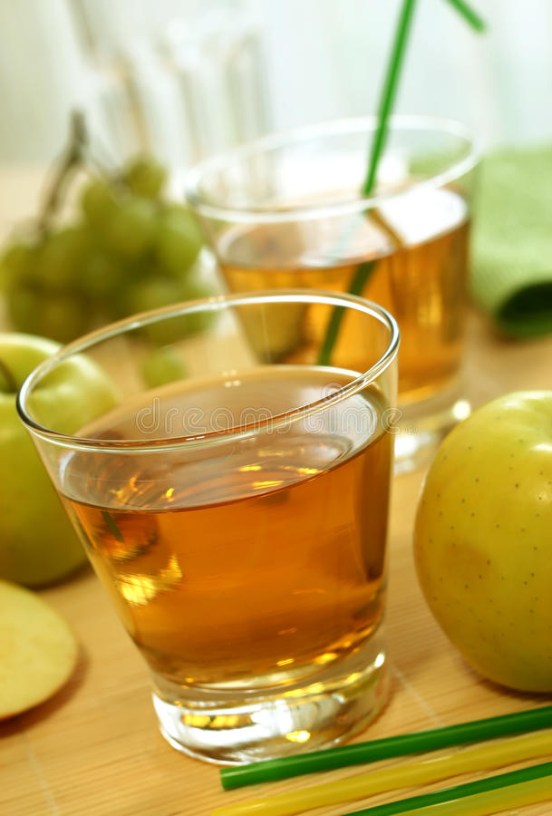 苹果玻璃汁液 图库摄影