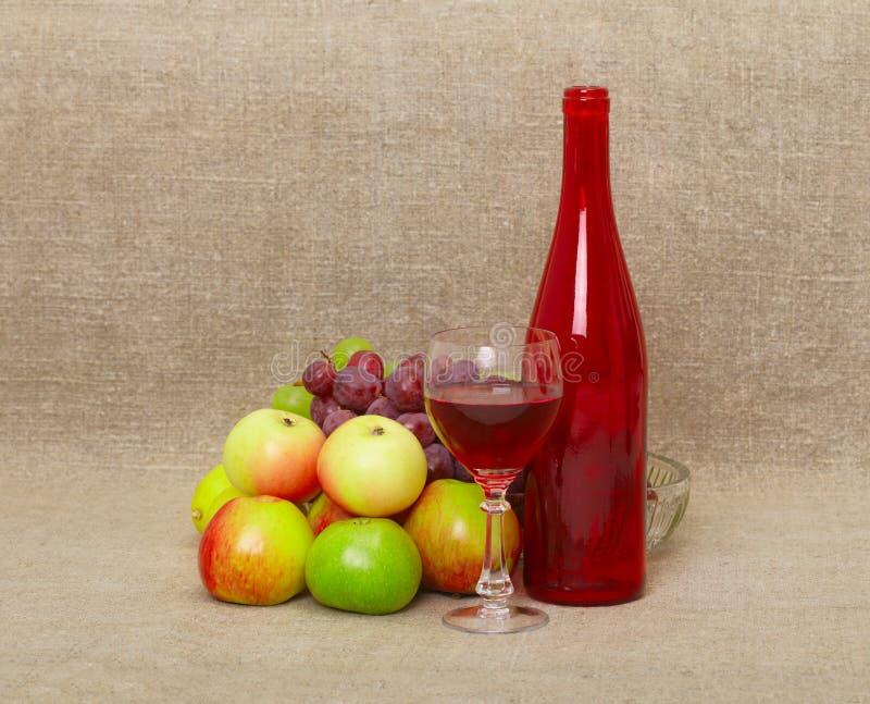 苹果瓶生活不起泡的酒 免版税库存图片