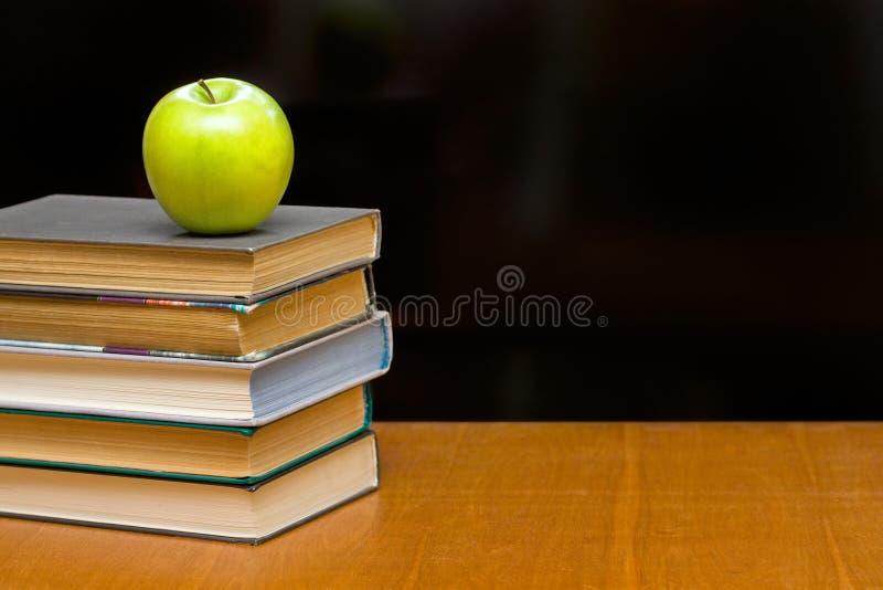 苹果登记服务台绿色 库存图片
