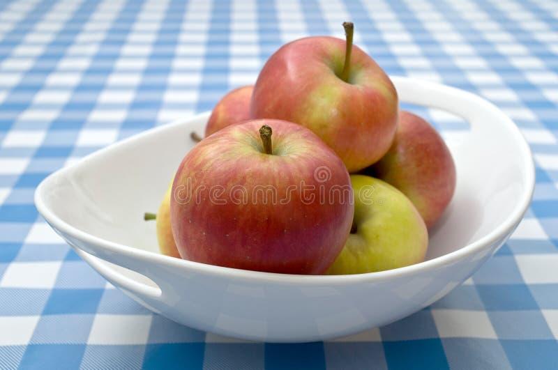 苹果碗红色 库存图片
