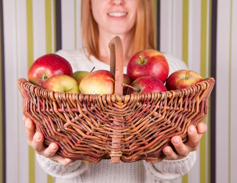 苹果篮子充分的妇女 图库摄影