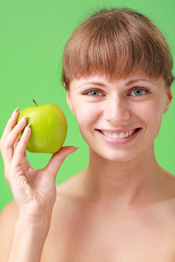 苹果绿的妇女年轻人 免版税库存图片