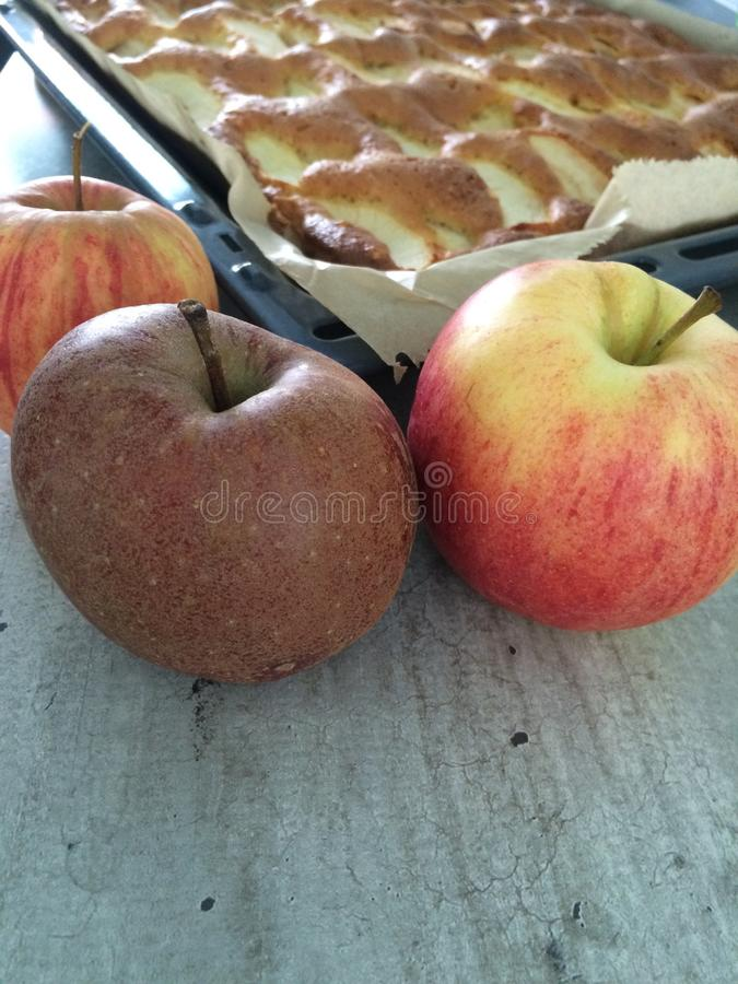 苹果蛋糕报道了果冻片式 免版税库存图片