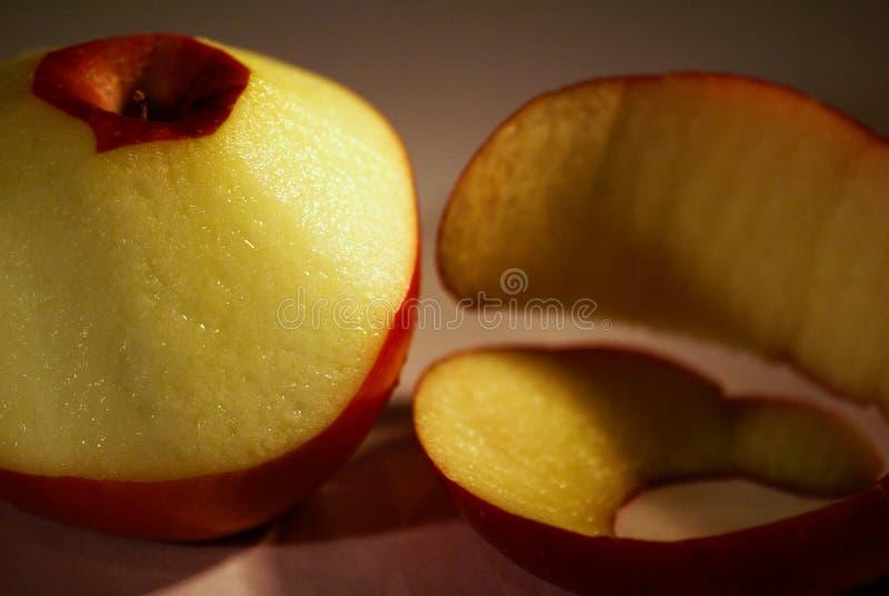 苹果被剥皮的画象 库存照片