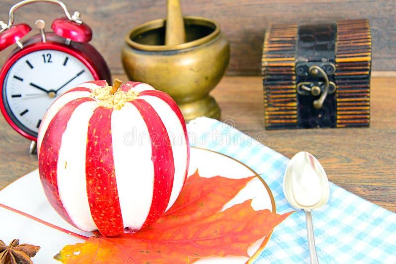 Download 苹果计算机充塞了用乳脂干酪饮食食物 库存图片. 图片 包括有 美食, 自治权, 正餐, 陆运, 面团, 糖果 - 62529591