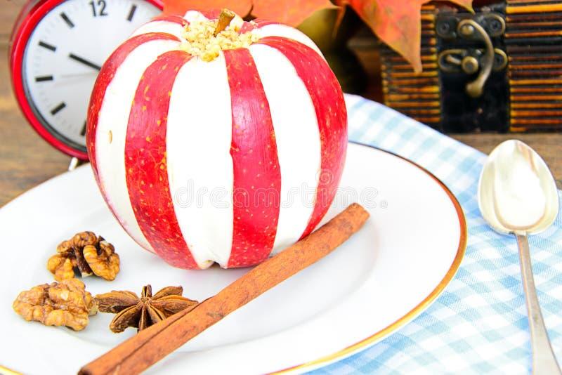 Download 苹果计算机充塞了用乳脂干酪饮食食物 库存图片. 图片 包括有 美食, brunching, 申请人, 正餐 - 62529599
