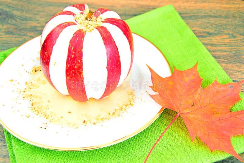 Download 苹果计算机充塞了用乳脂干酪饮食食物 库存照片. 图片 包括有 叶子, 厨房, 颜色, 食物, 国内, 细菌学 - 62529688