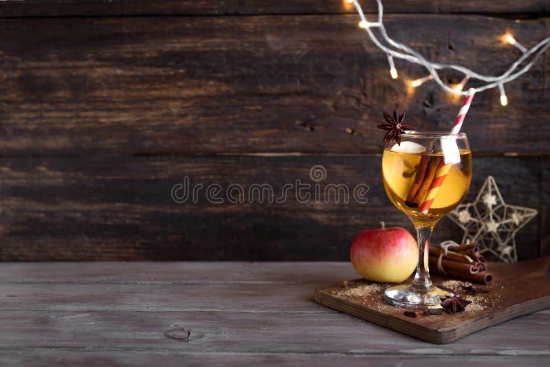 苹果计算机冬天饮料 免版税库存照片